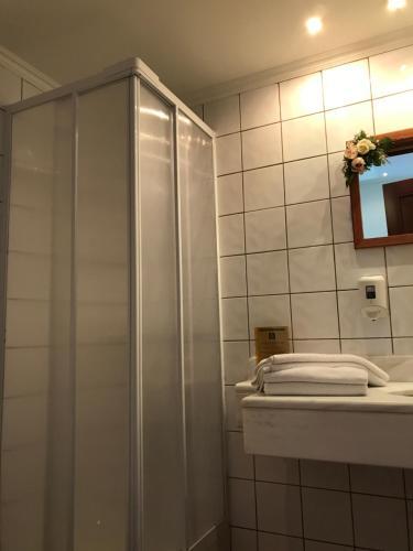 Ένα μπάνιο στο Ξενοδοχείο Πέλοψ