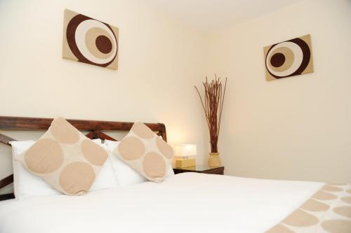 A bed or beds in a room at Century Wharf by Urban Space