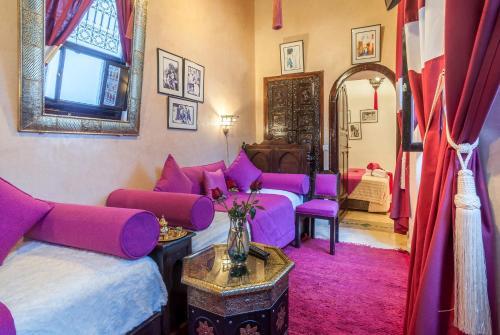 Ein Sitzbereich in der Unterkunft Riad Anabel