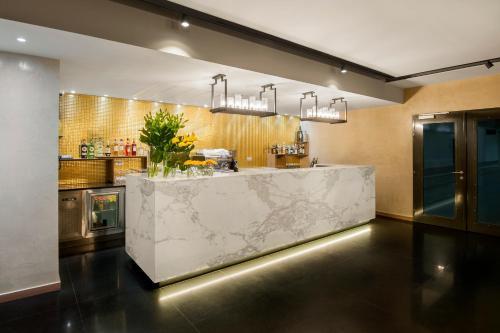 Hol lub recepcja w obiekcie Hotel Royal Prague