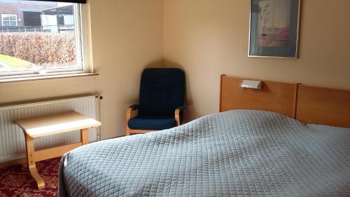 En eller flere senge i et værelse på Hotel Kong Valdemar