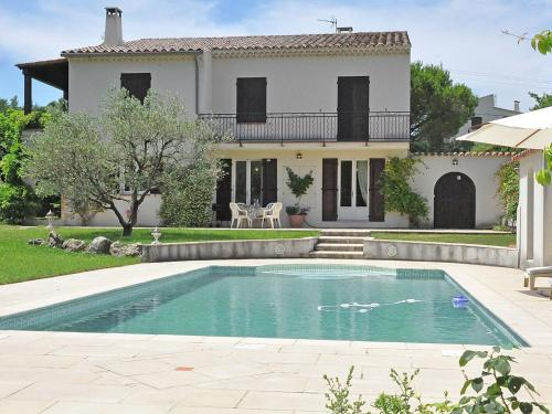 The swimming pool at or near Stunning Villa in Mirabel-aux-Baronnies with Swimming Pool