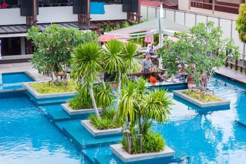 Der Swimmingpool an oder in der Nähe von Am Samui Palace