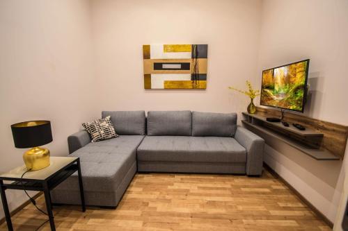Ein Sitzbereich in der Unterkunft Bourgeois Apartment in Cultural Heritage Building by Ruterra