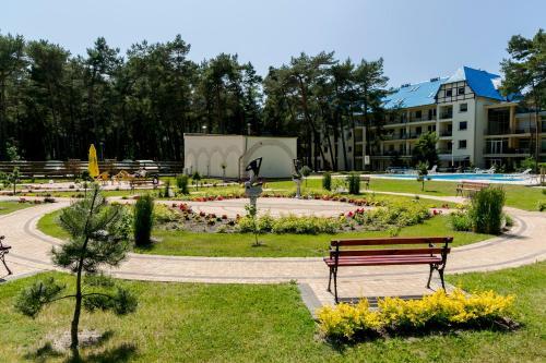 Ogród w obiekcie Apartamenty Sosnowe nad Morzem Łukęcin