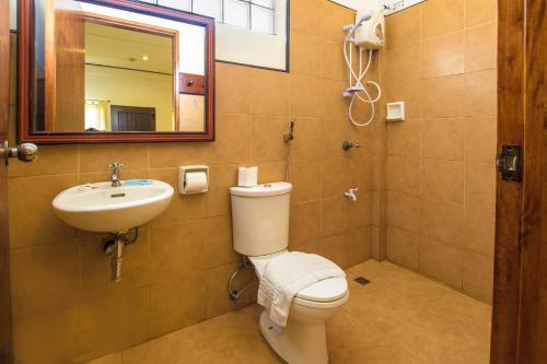 A bathroom at Levantin Boracay