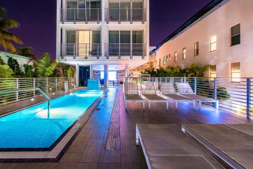 アーバニカ メリディアン ホテルの敷地内または近くにあるプール