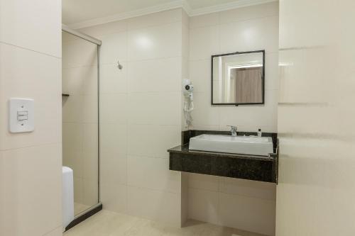 A bathroom at Hotel Gonçalves- Próximo a Santa Casa de Porto Alegre