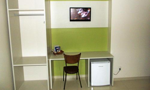 Uma TV ou centro de entretenimento em Esplanada Hotel