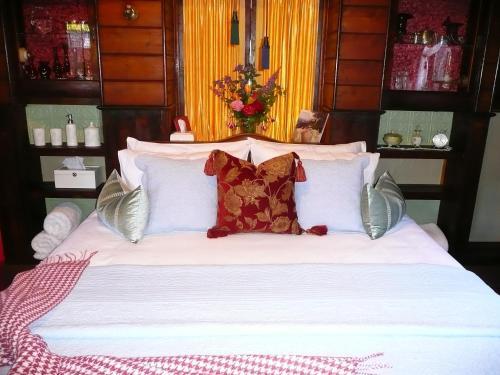 A bed or beds in a room at Madam Saddler - On Fraser Clunes