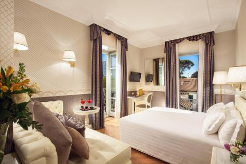 A bed or beds in a room at Grand Hotel Imperiale Resort & SPA