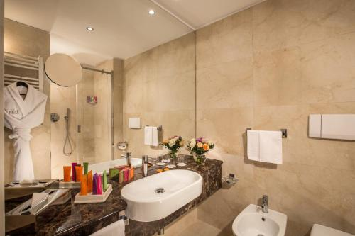 A bathroom at Grand Hotel Imperiale Resort & SPA