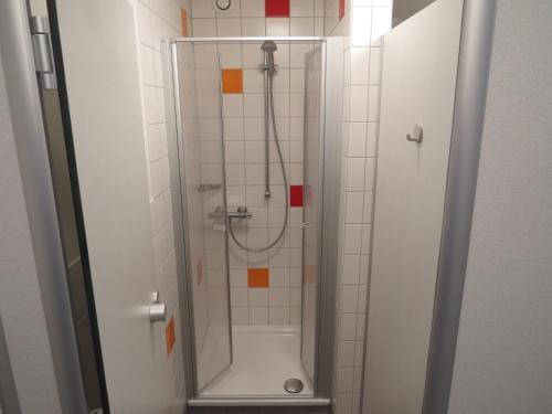A bathroom at Jugendherberge List
