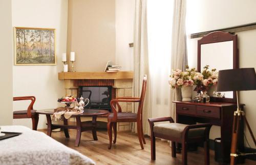"A seating area at Old Riga Boutique Hotel ""Vecriga"""