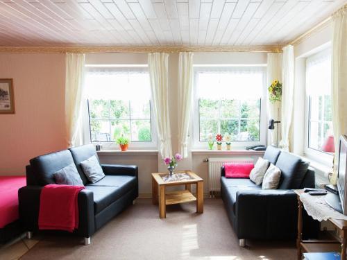 Ein Sitzbereich in der Unterkunft Attractive Apartment in Bettenfeld wiith Garden and BBQ