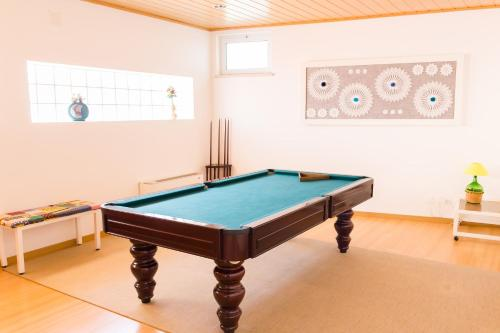 A billiards table at Casa do Outeiro - Arts & Crafts Boutique Hotel