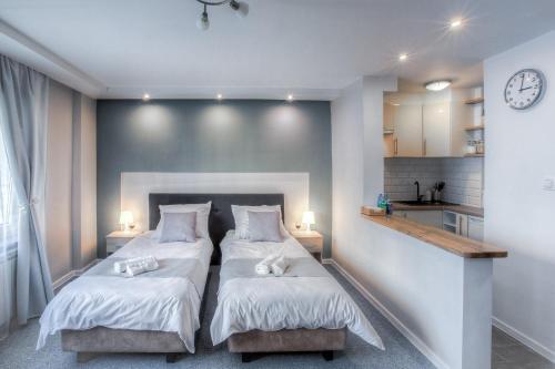 Łóżko lub łóżka w pokoju w obiekcie Studio Anielewicza