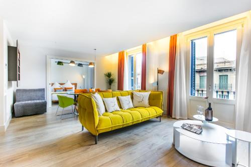 A seating area at Cosmo Apartments Passeig de Gràcia