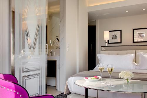 A bed or beds in a room at La Villa Haussmann