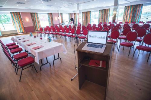 Der Geschäftsbereich oder Konferenzraum in der Unterkunft Hotel Rosenstadt Forst