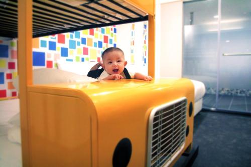 Children staying at Fairytale Yi Su Hotspring Hotel