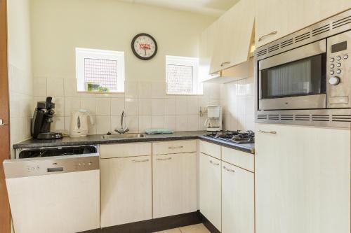 Een keuken of kitchenette bij Center Parcs Sandur Emmen