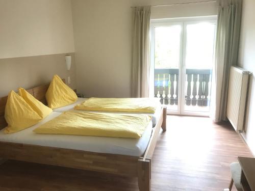 Ein Bett oder Betten in einem Zimmer der Unterkunft Gasthof Röck