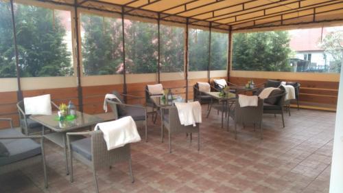 Reštaurácia alebo iné gastronomické zariadenie v ubytovaní Penzion Maja