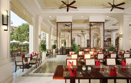 A restaurant or other place to eat at Vinpearl Resort & Spa Phu Quoc