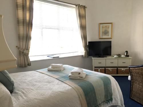 A bed or beds in a room at Ramsay Arms Hotel