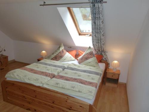 Ein Bett oder Betten in einem Zimmer der Unterkunft Ferienwohnung Blick Kohlbornstein