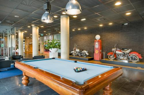 A billiards table at Select Hotel Maastricht
