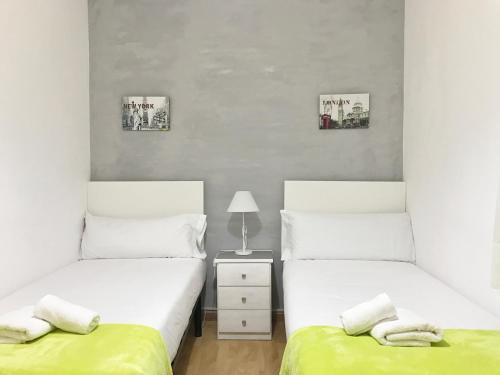 A bed or beds in a room at Click&Flat Sants