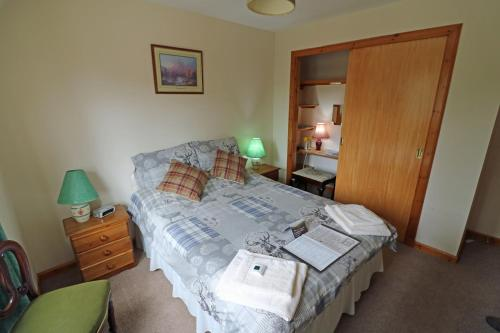 A bed or beds in a room at Larick House B&B