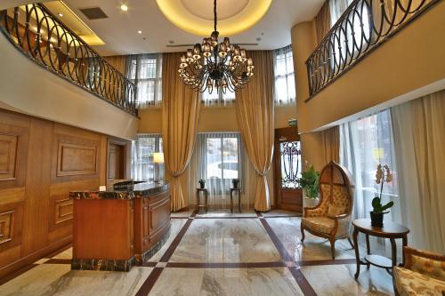 The lobby or reception area at Adelmar Hotel Istanbul Sisli