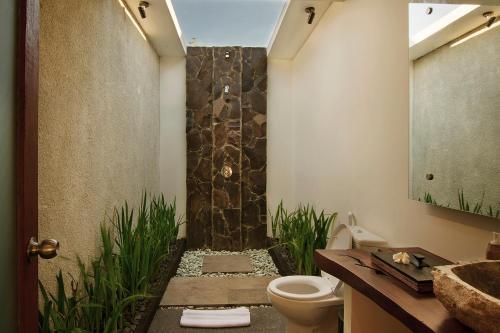 A bathroom at Samata Village Gili Air