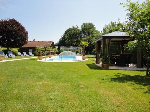 Der Swimmingpool an oder in der Nähe von Ferienparadies Goritschnig
