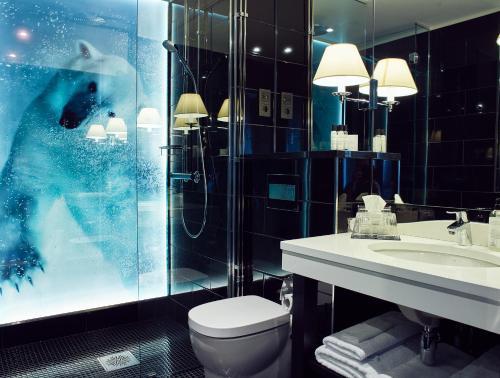Łazienka w obiekcie Arctic Light Hotel
