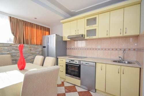 A kitchen or kitchenette at D&D Apartment 2
