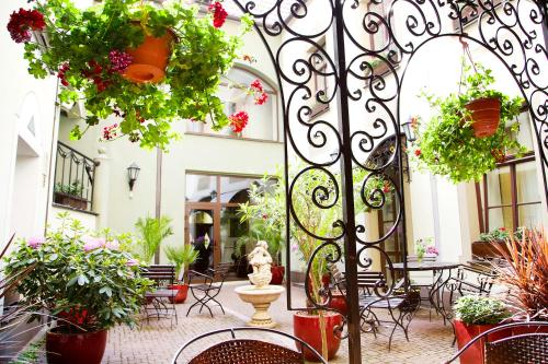 """A restaurant or other place to eat at Old Riga Boutique Hotel """"Vecriga"""""""