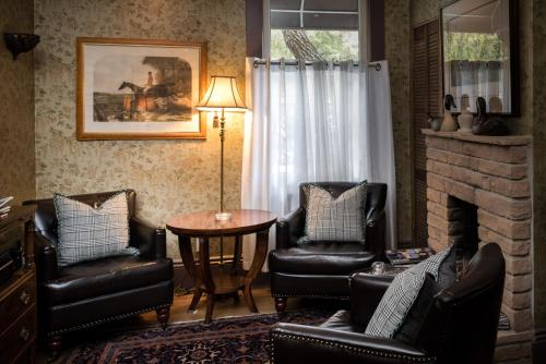 A seating area at Monte Cristo Bed and Breakfast