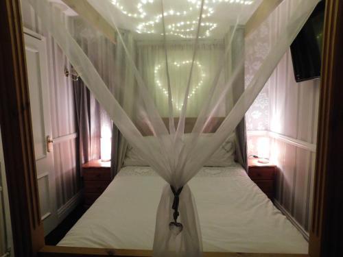 A bed or beds in a room at Hotel Segantii