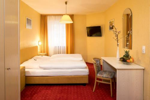 A bed or beds in a room at Hotel Alte Post