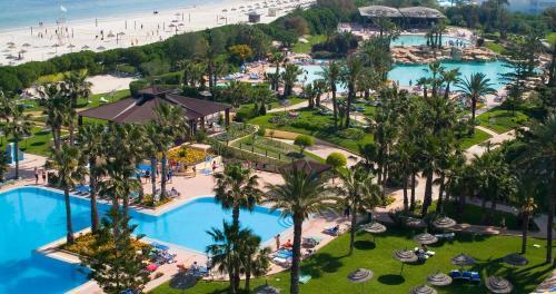 Een luchtfoto van Sahara Beach Aquapark Resort