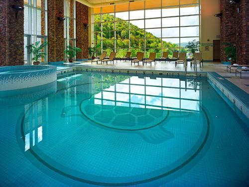 The swimming pool at or close to Seneca Allegany Resort & Casino