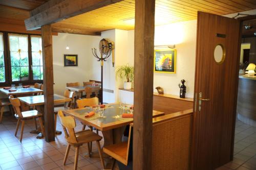 Restaurant ou autre lieu de restauration dans l'établissement Auberge du Prévoux