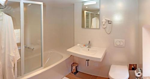 A bathroom at Hotel Monika