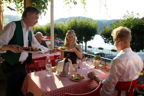 A restaurant or other place to eat at Baudobriga Rheinhotel