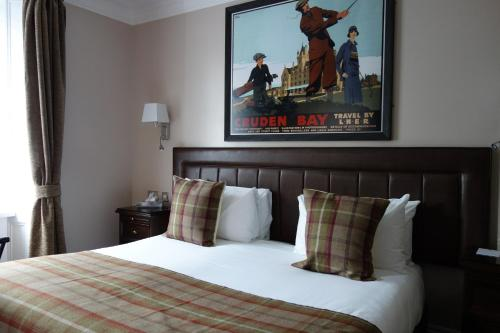 A bed or beds in a room at Kilmarnock Arms Hotel