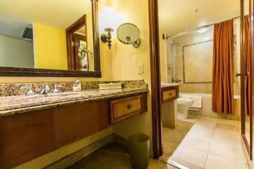 A bathroom at Princess Mundo Imperial Riviera Diamante Acapulco